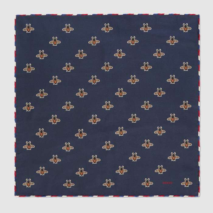 유럽직배송 구찌 GUCCI Bees print silk pocket square 4979104G0014000