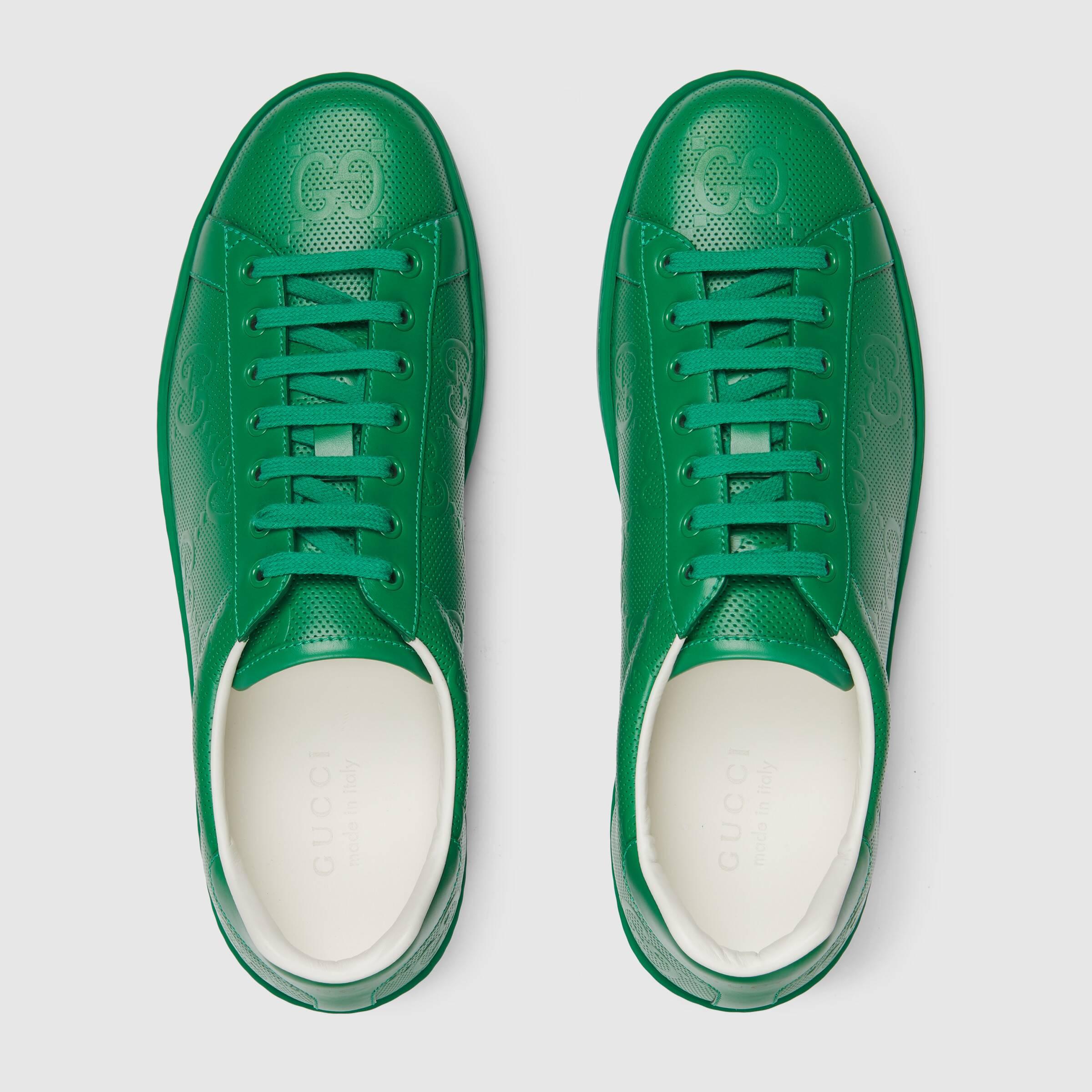 유럽직배송 구찌 GUCCI Gucci Men's Ace GG embossed sneaker 6257871XK103727