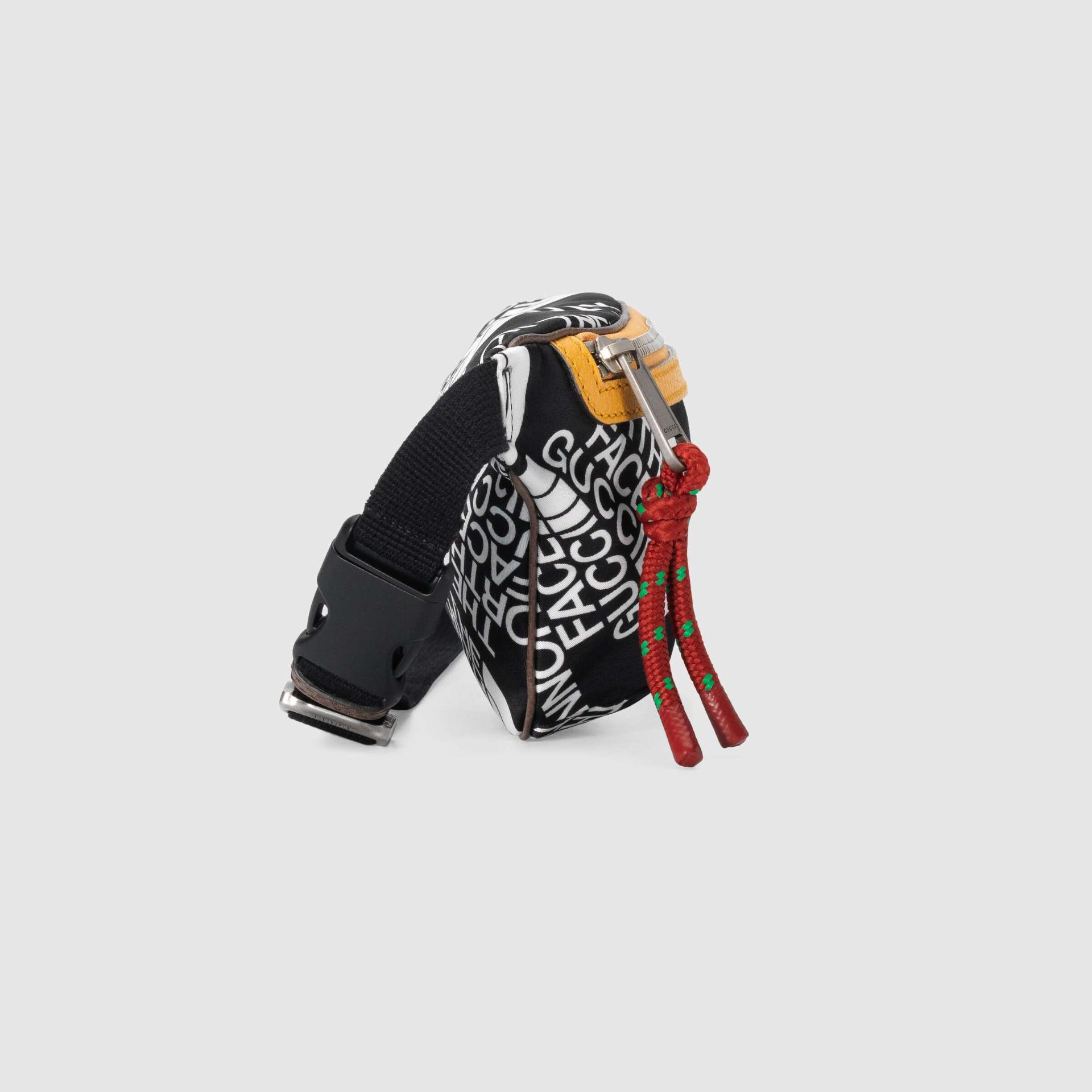 유럽직배송 구찌 GUCCI Gucci - The North Face x Gucci belt bag 6502992QNFN8427
