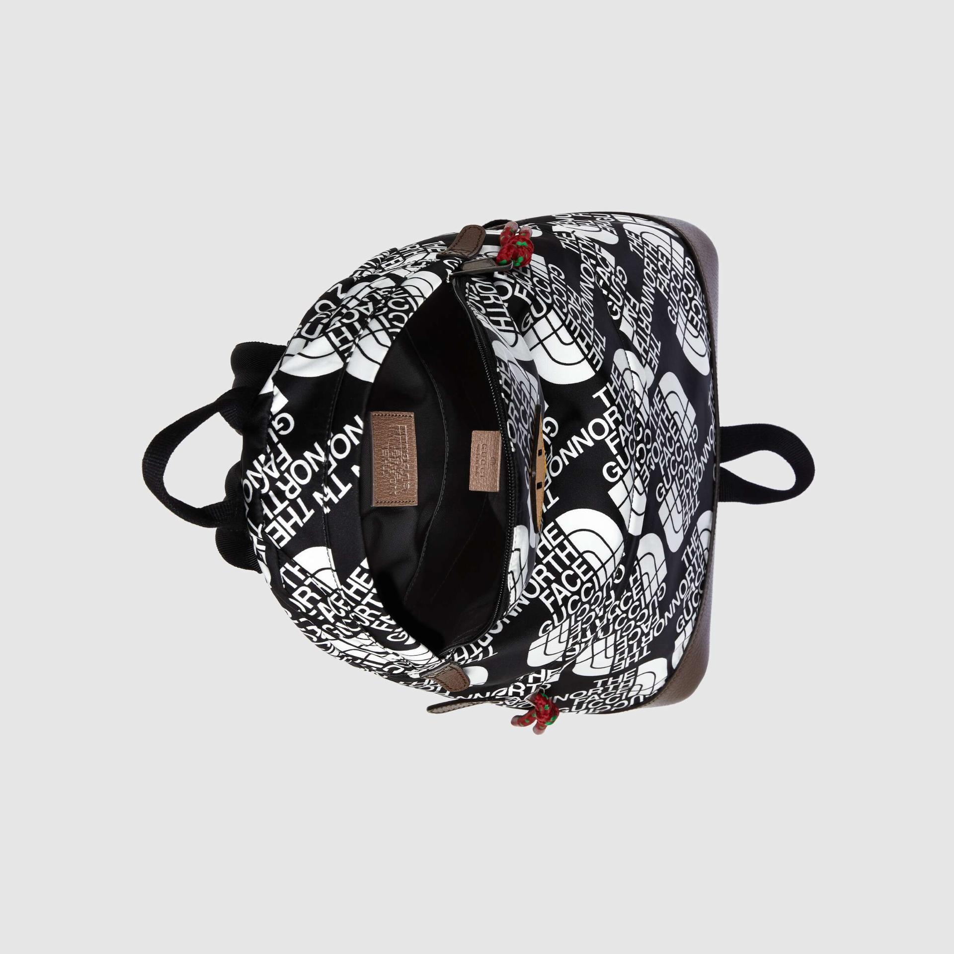 유럽직배송 구찌 GUCCI Gucci - The North Face x Gucci medium backpack 6502882QNDN8425