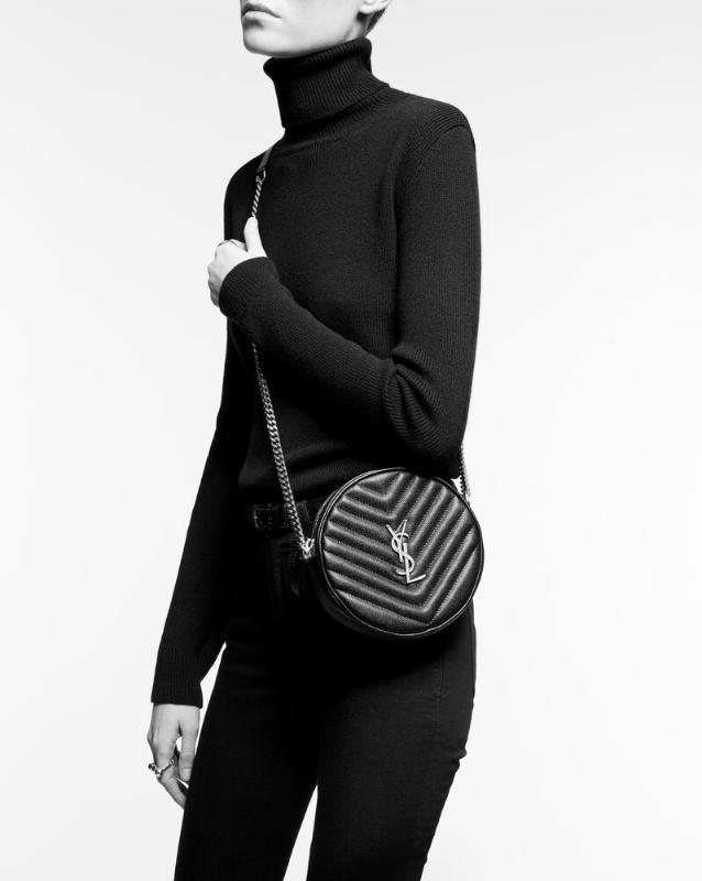 유럽직배송 입생로랑 SAINT LAURENT vinyle round camera bag in chevron-quilted grain de poudre embossed leather 6104361GF072721